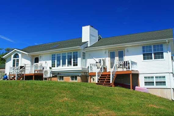 Celtic Shores Coastal Inn & Suites