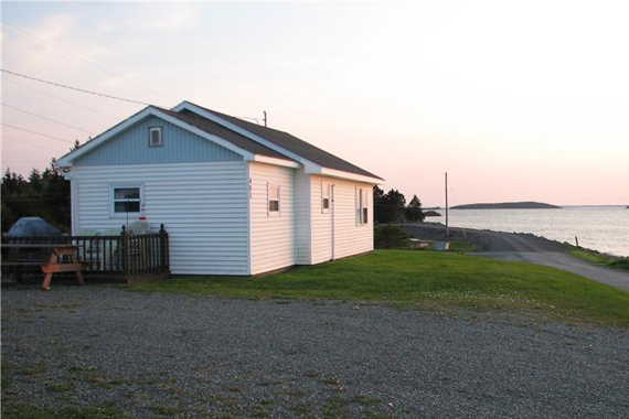Robin's Harbour View Cottages